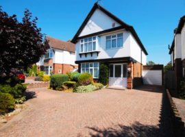 4 Bed 4 Bedroom Detached House