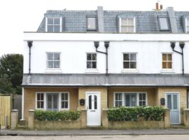4 Bed End Terraced House